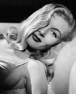 Прически в стиле 40-х: Вероника Лэйк