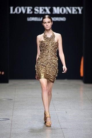 В моде блестящая одежда