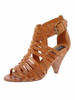 Обувь на невысоком каблуке