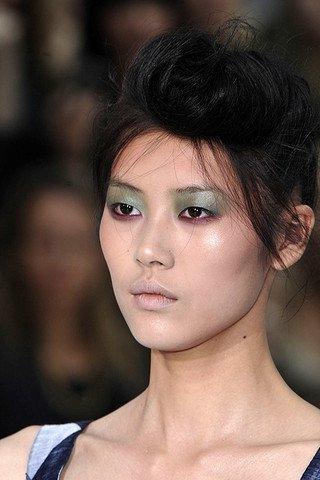 Зеленый макияж глаз